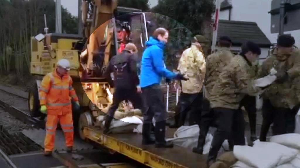 Britští princové pomáhají v boji s povodní
