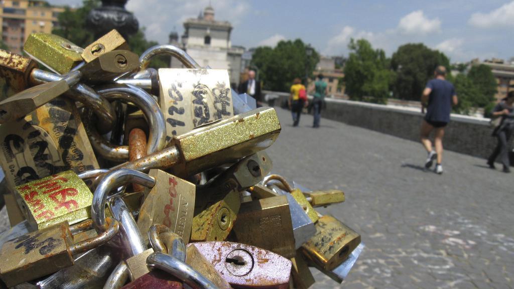 Zámky na mostě Milvio