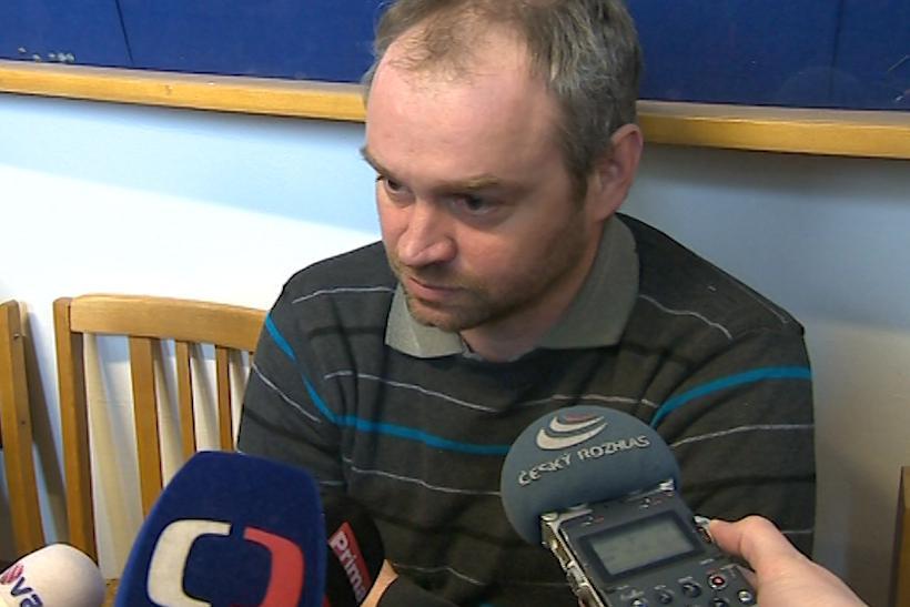 Otec dvou mrtvých dívek Tomáš Dulínek
