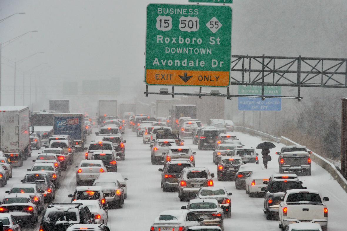 Sníh a mráz na jihu USA ochromily dopravu