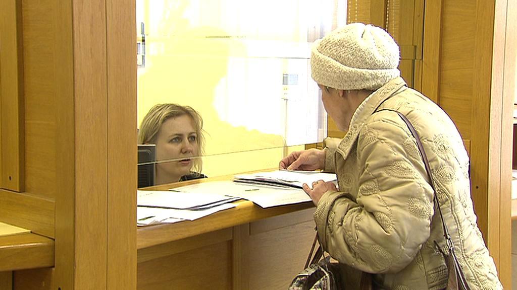 Důchodkyně u přepážky ČSSZ