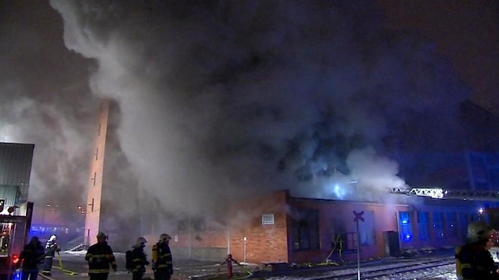 Požár v areálu bývalé továrny Svit