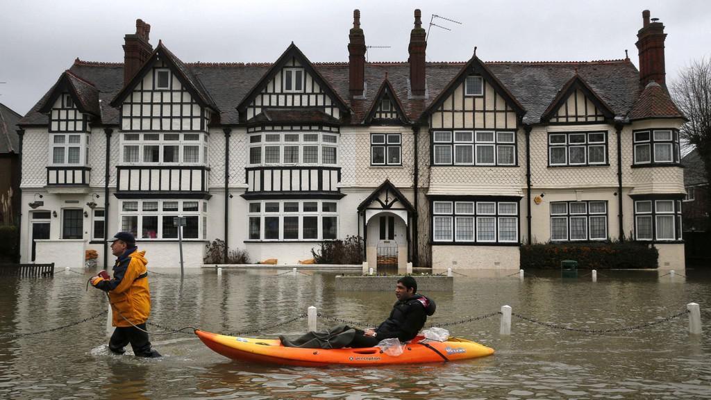 Anglii sužují záplavy