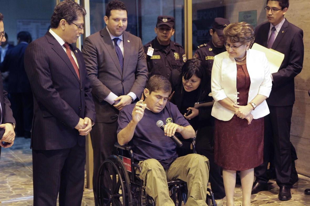 José Salvador Alvarenga po přistání v Salvadoru