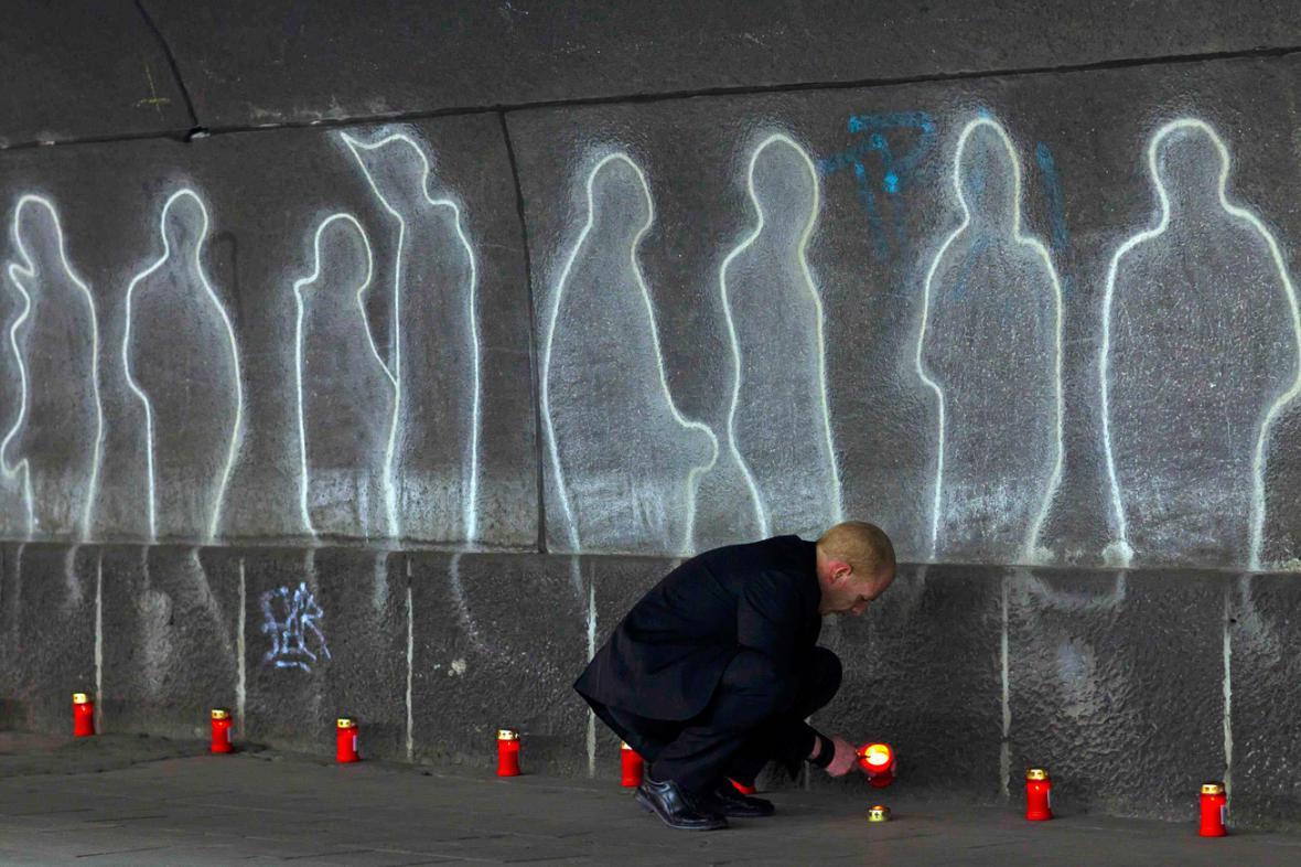 Vzpomínka na oběti Loveparade v Duisburgu