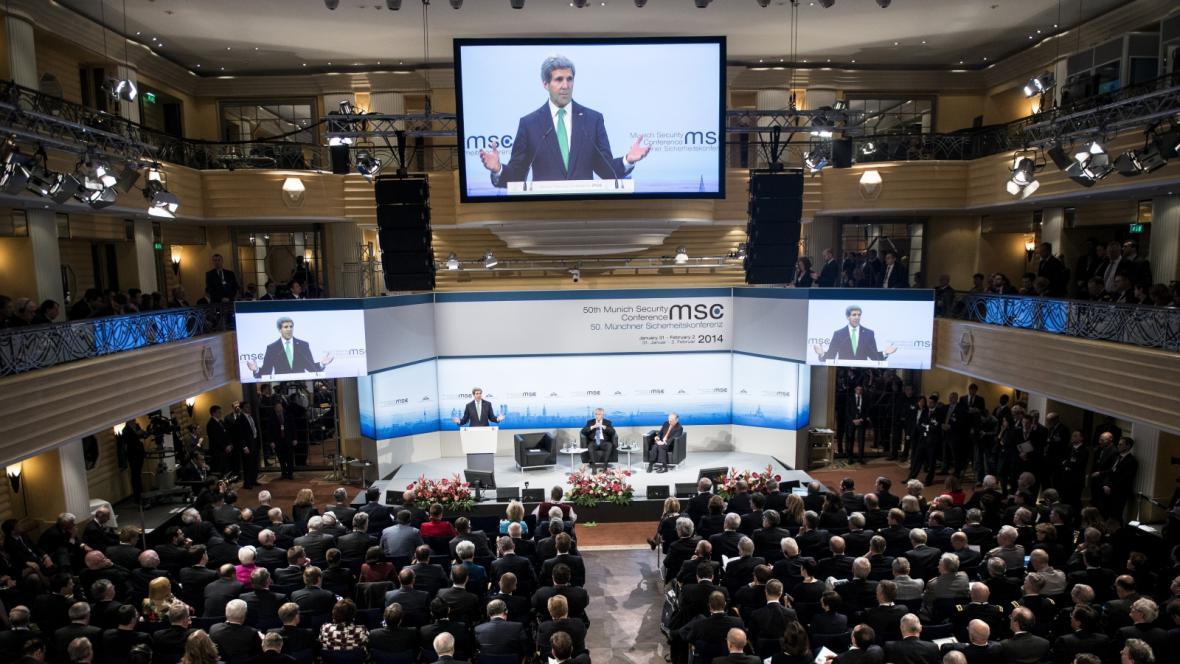John Kerry hovoří na bezpečnostní konferenci v Mnichově