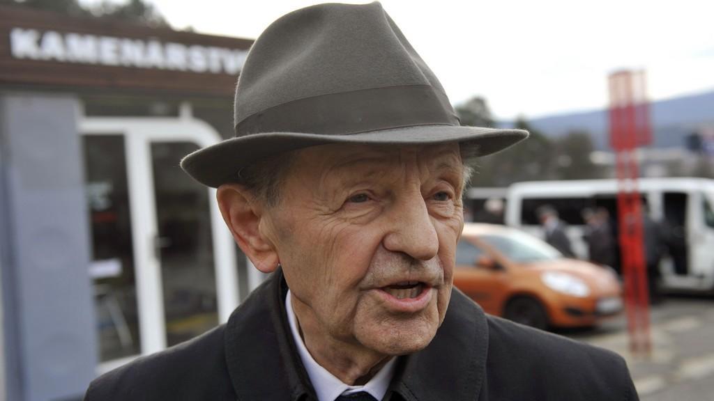 Miloš Jakeš na Biľakově pohřbu