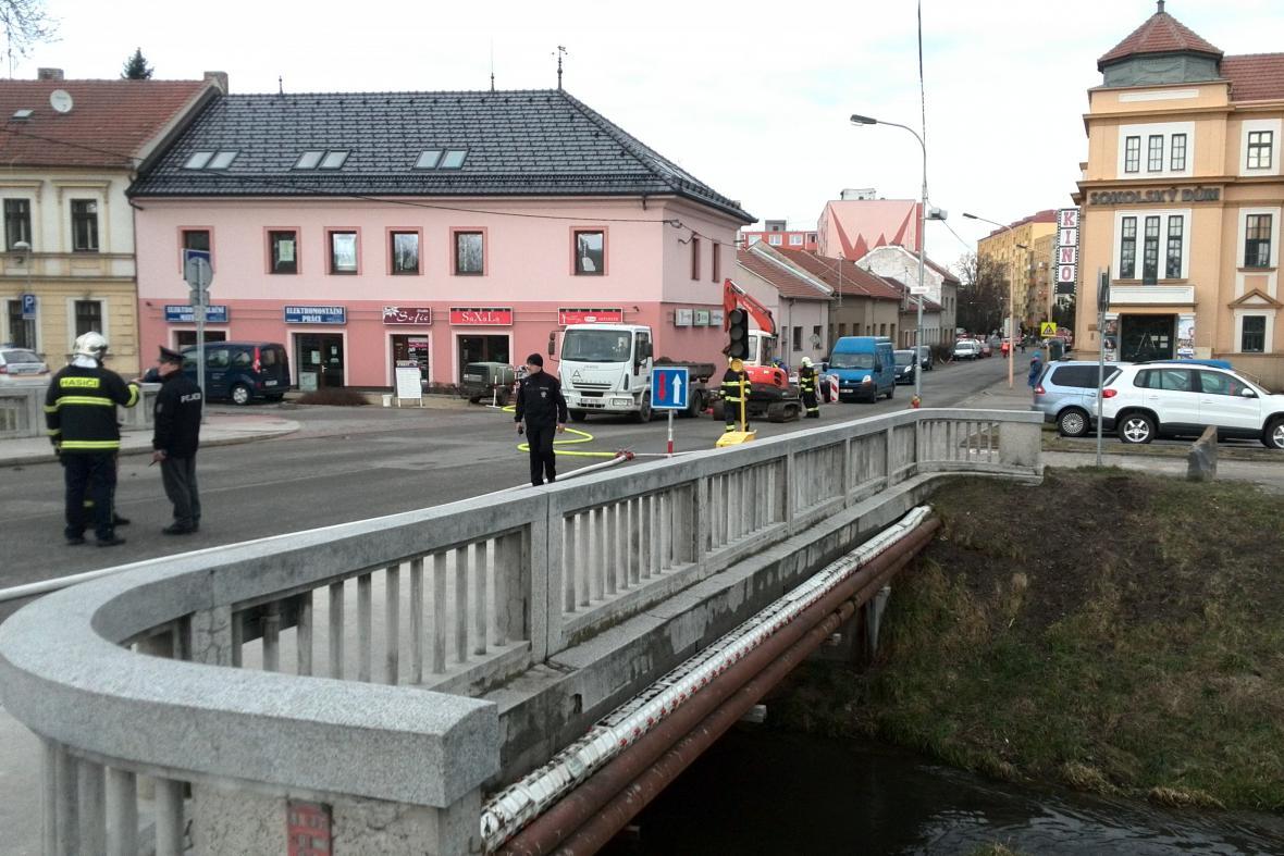 Okolí havárie bylo několik hodin evakuováno