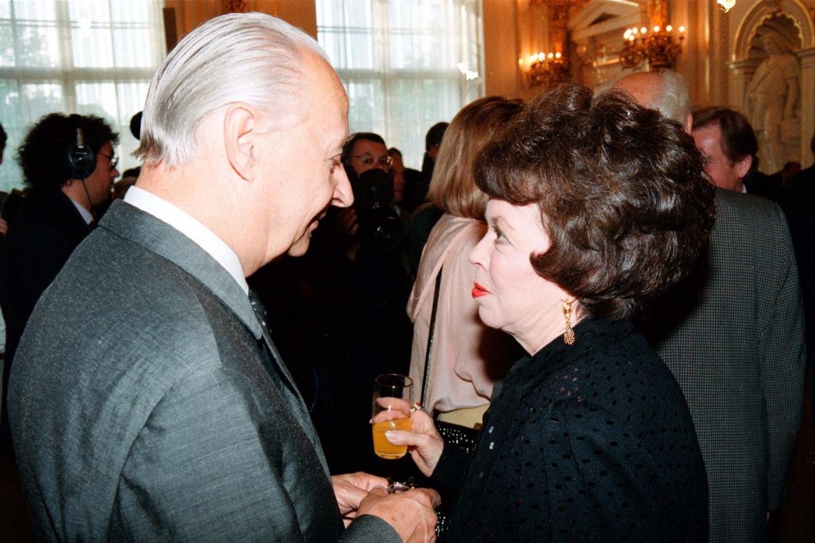 Shirley Templová-Blacková s Alexandrem Dubčekem (1991)