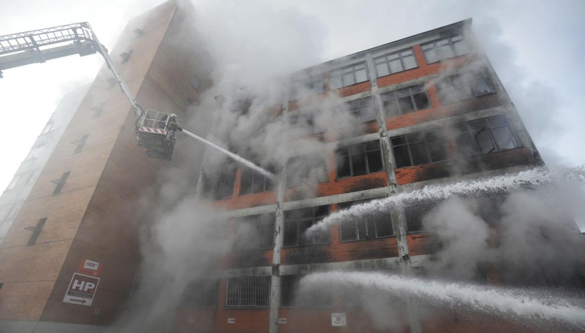 Požár skladového objektu ve Zlíně