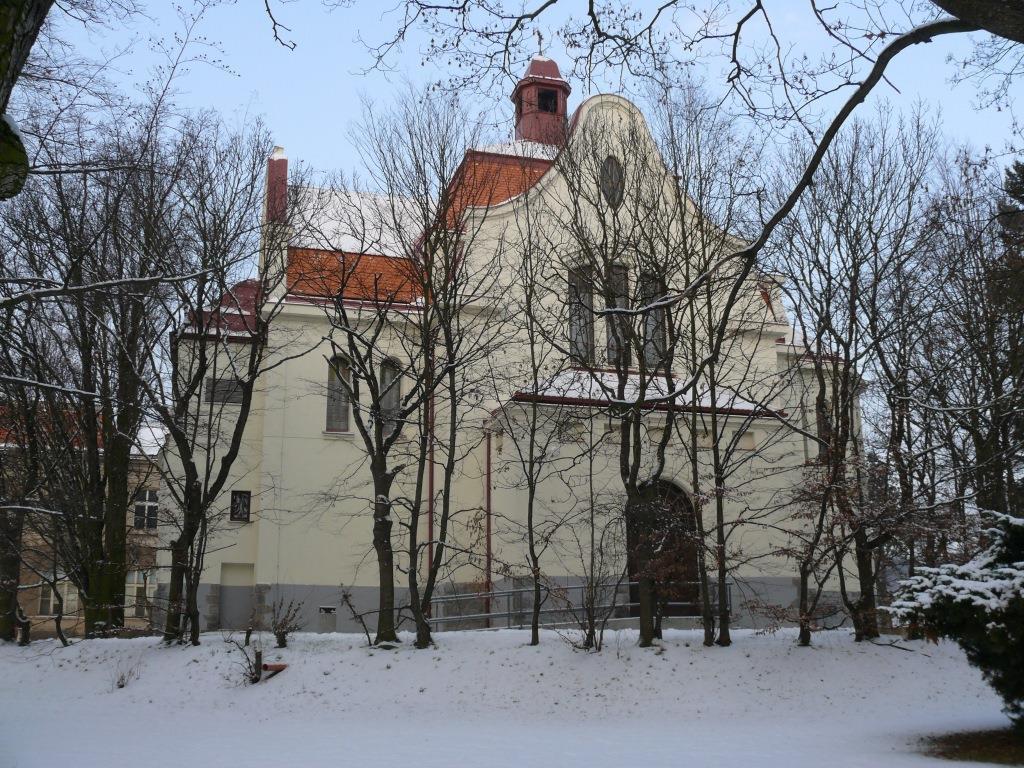 Kostel - Multicentrum v Horních Beřkovicích