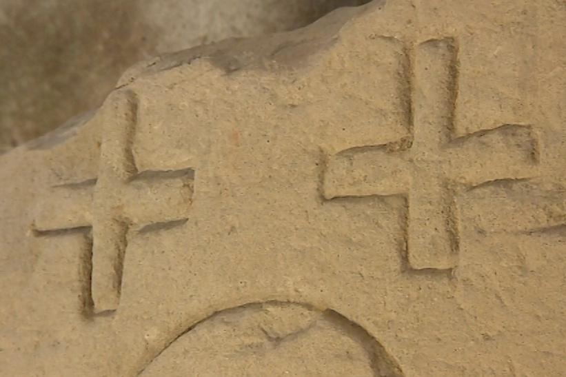 V lapidáriu jsou starobylé náhrobky