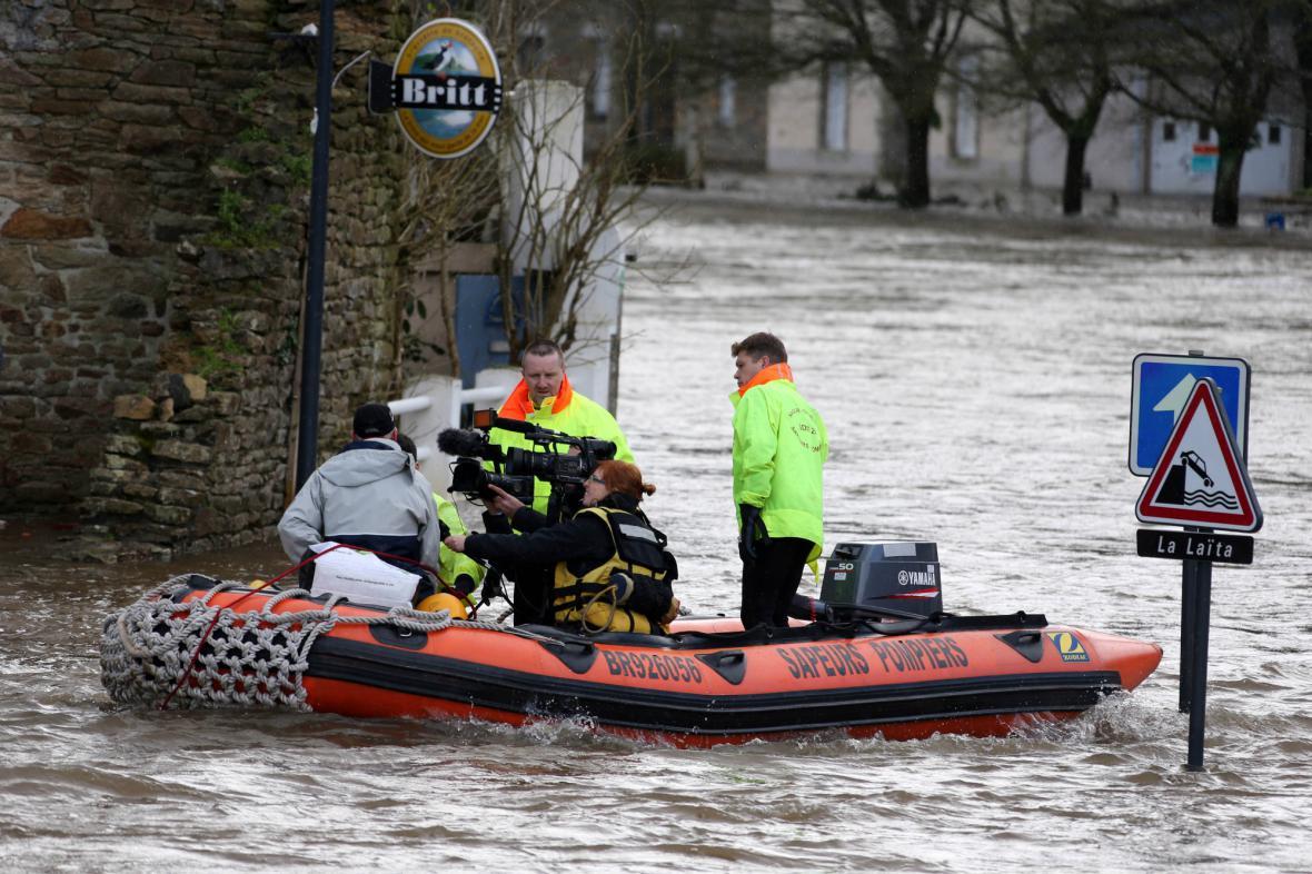 Kvůli vytrvalým dešťům je zaplavená část Bretaně