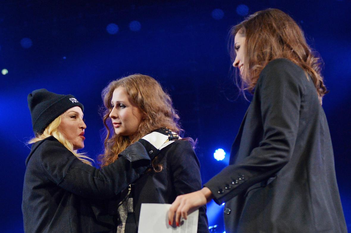 Madonna, Marija Aljochinová a Naděžda Tolokonnikovová