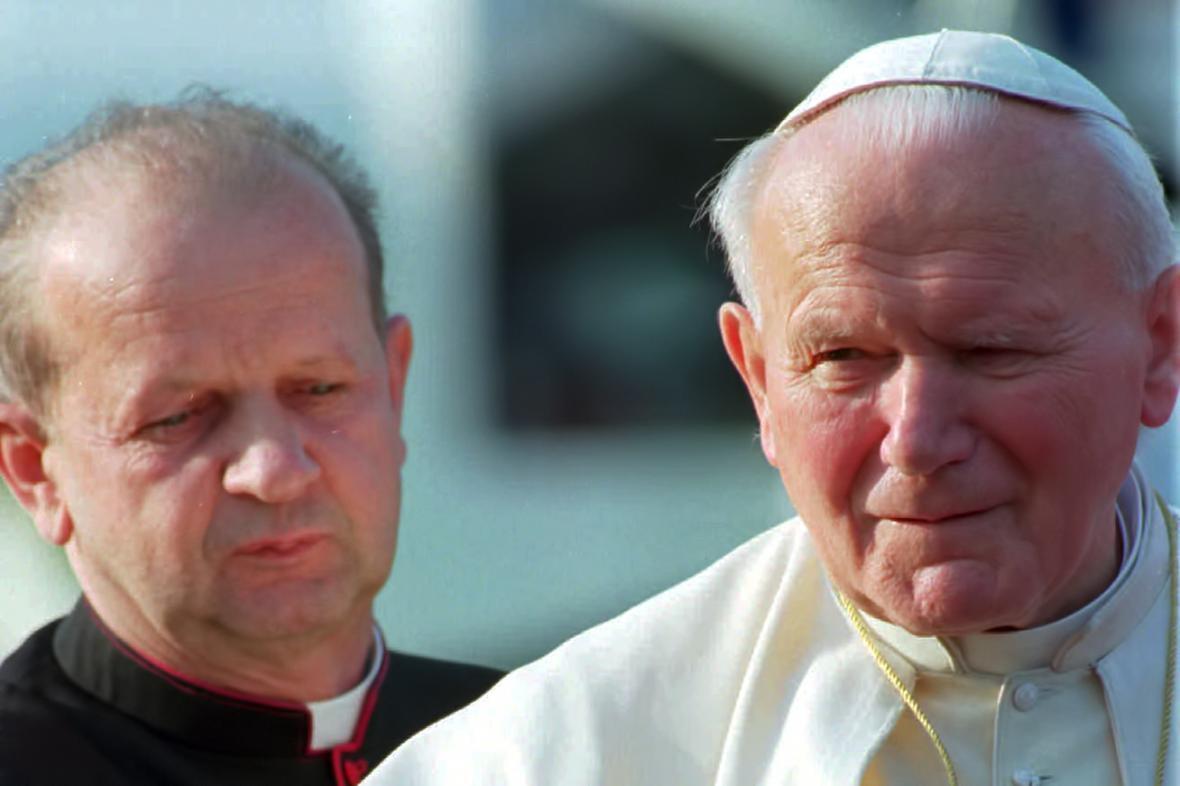 Stanislaw Dziwisz a Jan Pavel II.