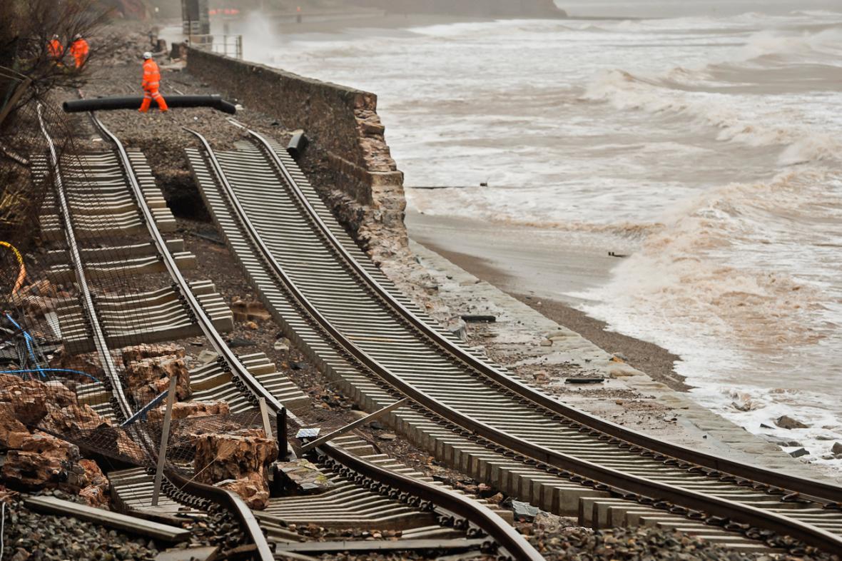 Podemletá železniční trať v Dawlishi