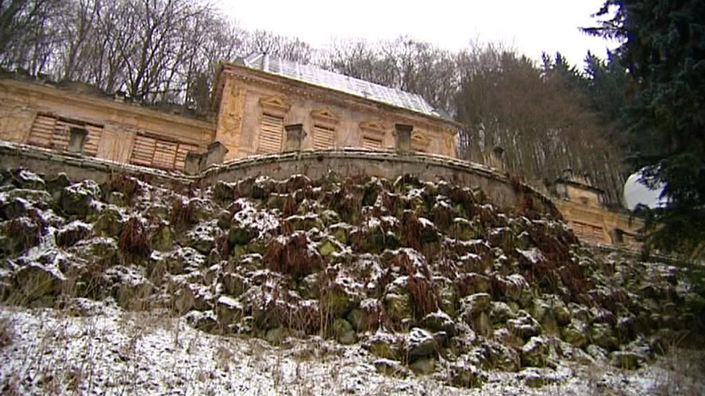 Zřícená zeď v Kyselce