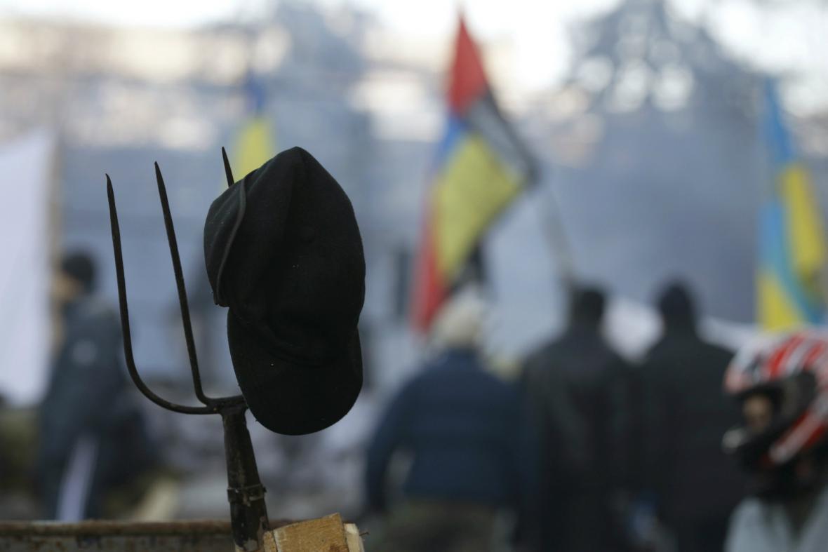 Nespokojení Ukrajinci zůstávají v ulicích Kyjeva