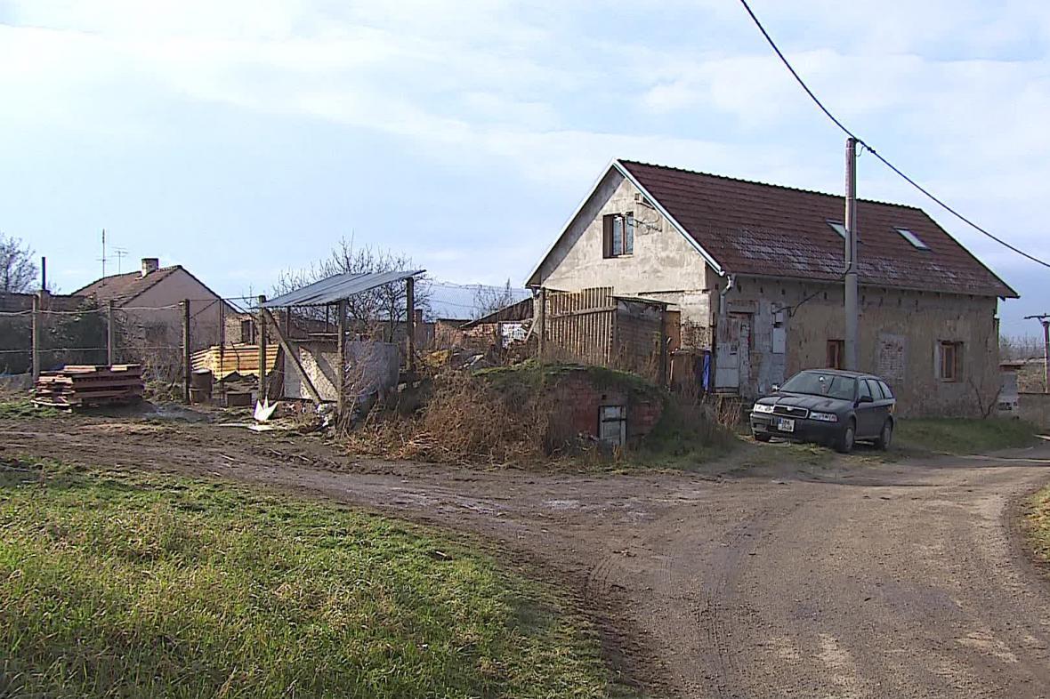 Dům ve Vlasaticích, kde policie našla ostatky novorozenců