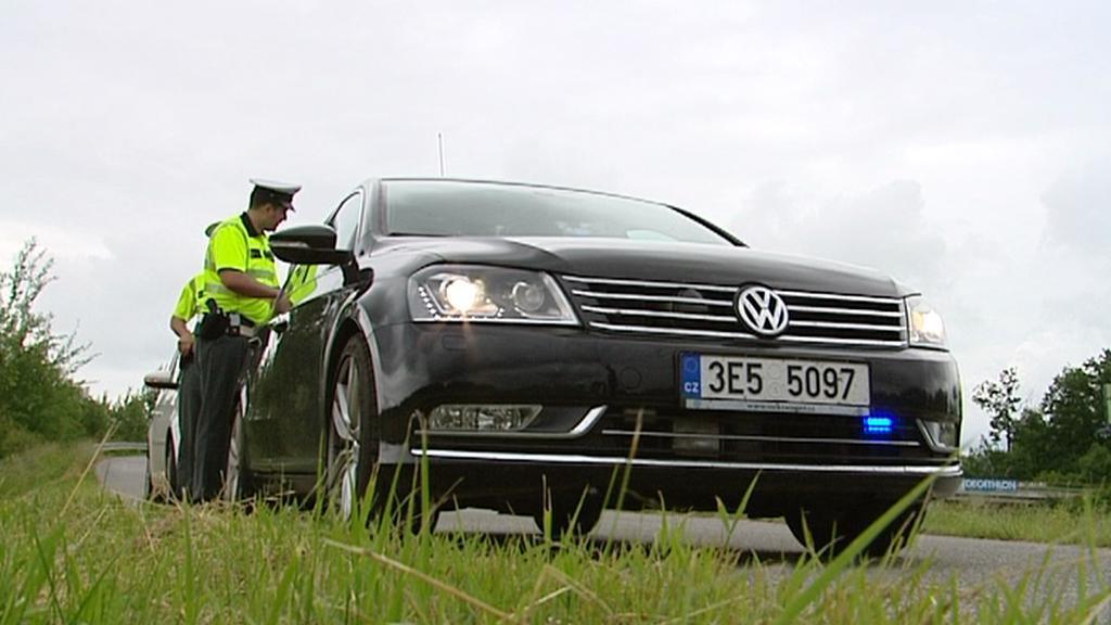 Policejní passat při kontrolách řidičů