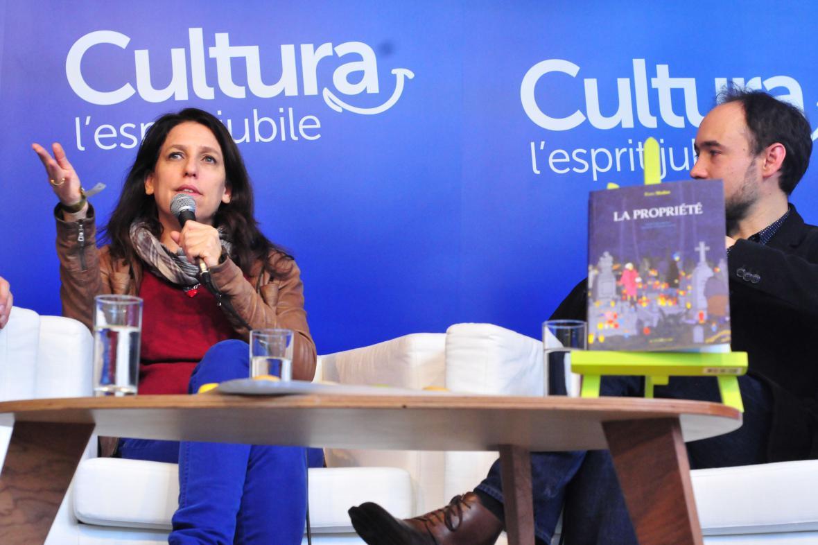 Izraelská autorka Rutu Modanová (vlevo)