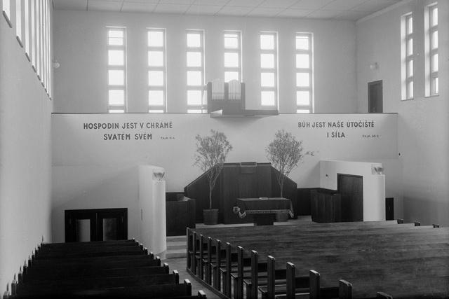 Interiér zlínského evangelického kostela
