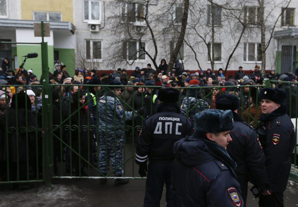 Ruská policie zasahuje u moskevské školy