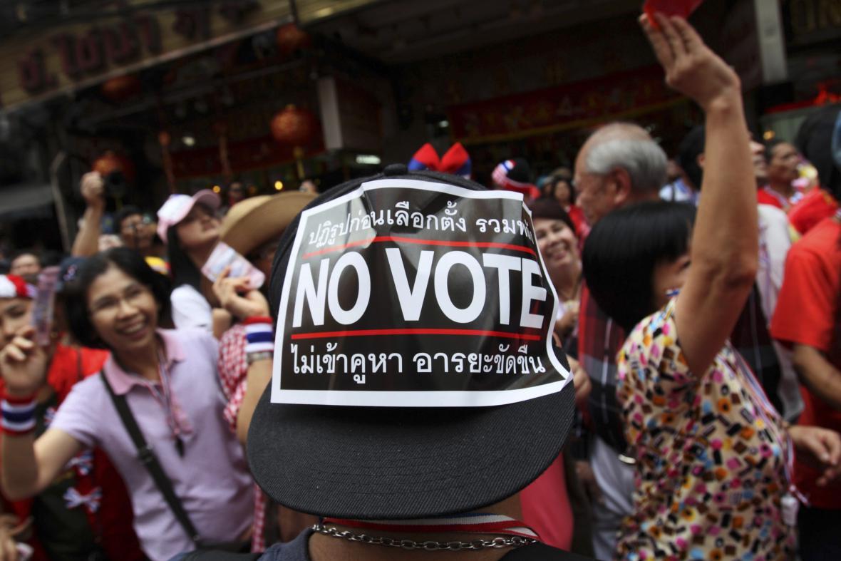 Lidé v Bangkoku protestují proti volbám