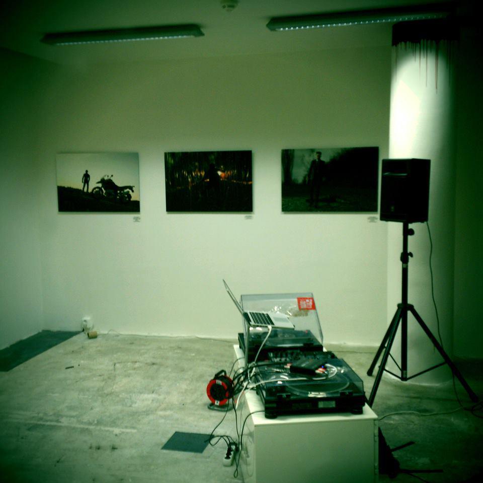 Tančící dům / Dereck Hard Show