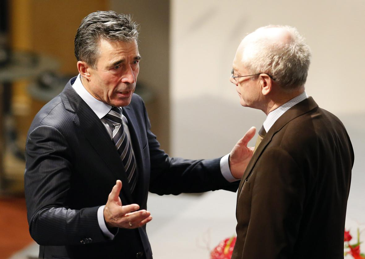 Generální tajemník NATO Rasmussen (vlevo) s prezidentem EU Van Rompuyem na konferenci v Mnichově