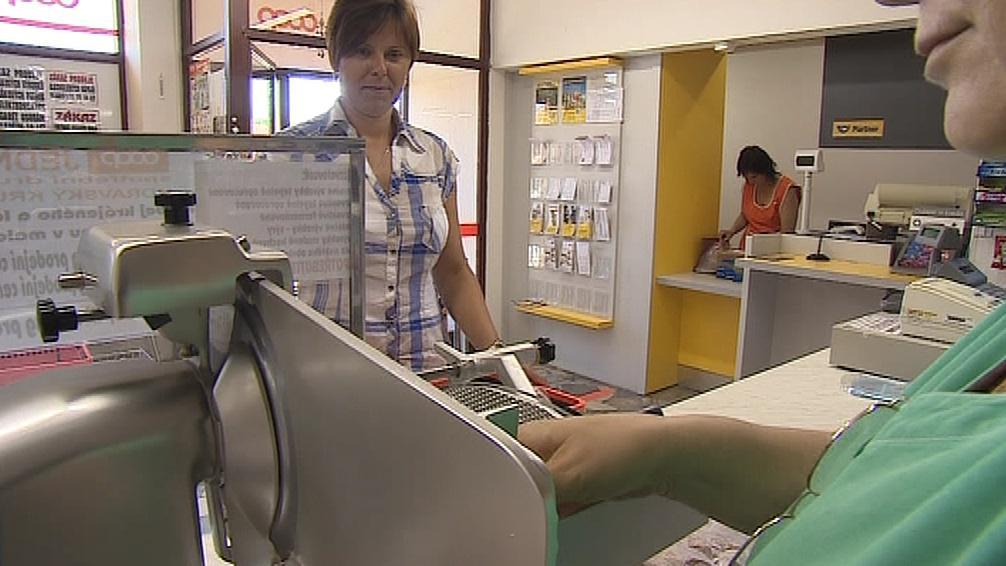Poštovní přepážka v Lechovicích je součástí obchodu s potravinami