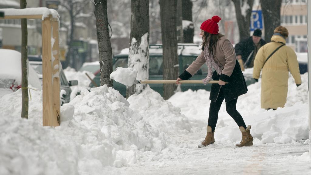 Východ Evropy se potýká s návaly sněhu a silným mrazem