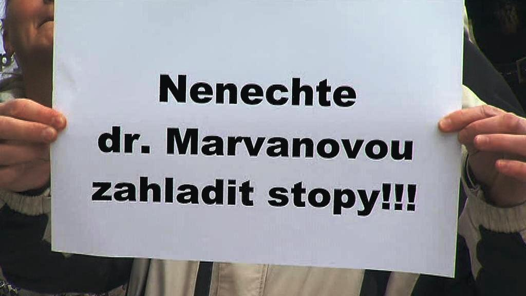 Protest proti Haně Marvanové na ministerstvu spravedlnosti