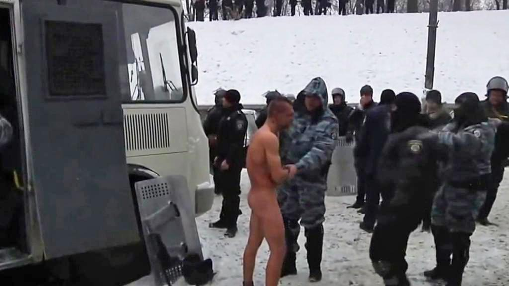 Michaila Havryljuka nechaly jednotky Berkut stát na mrazu