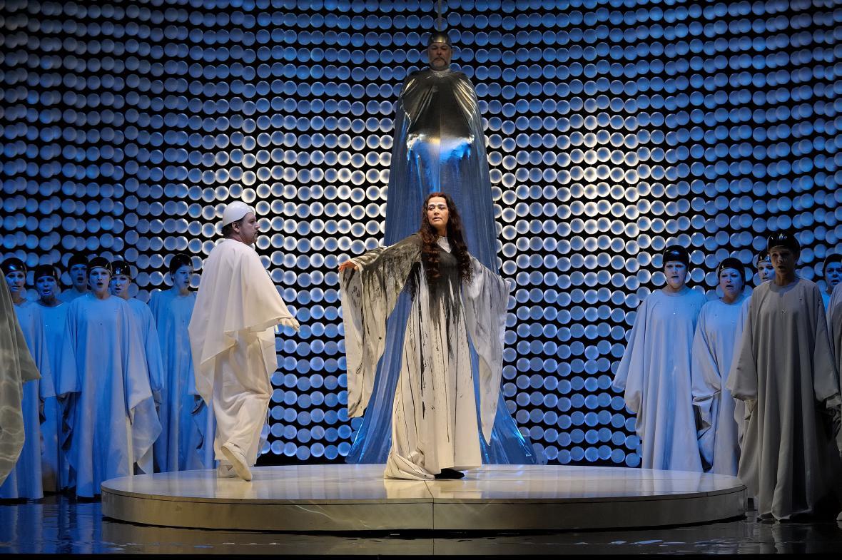 Opera Lohengrin v NDM