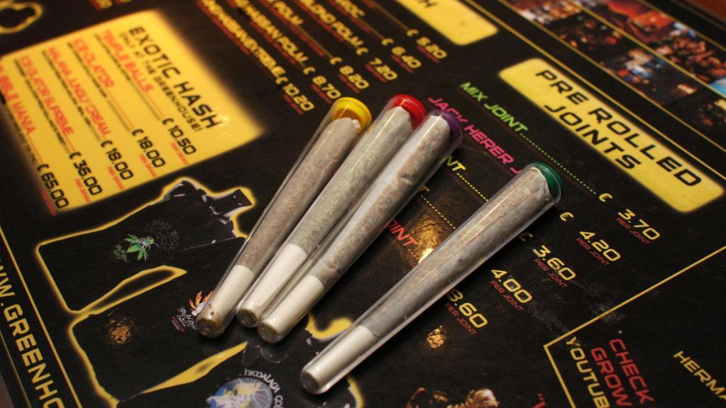 Sortiment amsterodamských obchodů s marihuanou