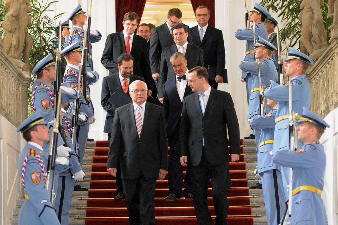 Jmenování vlády Petra Nečase (2010)
