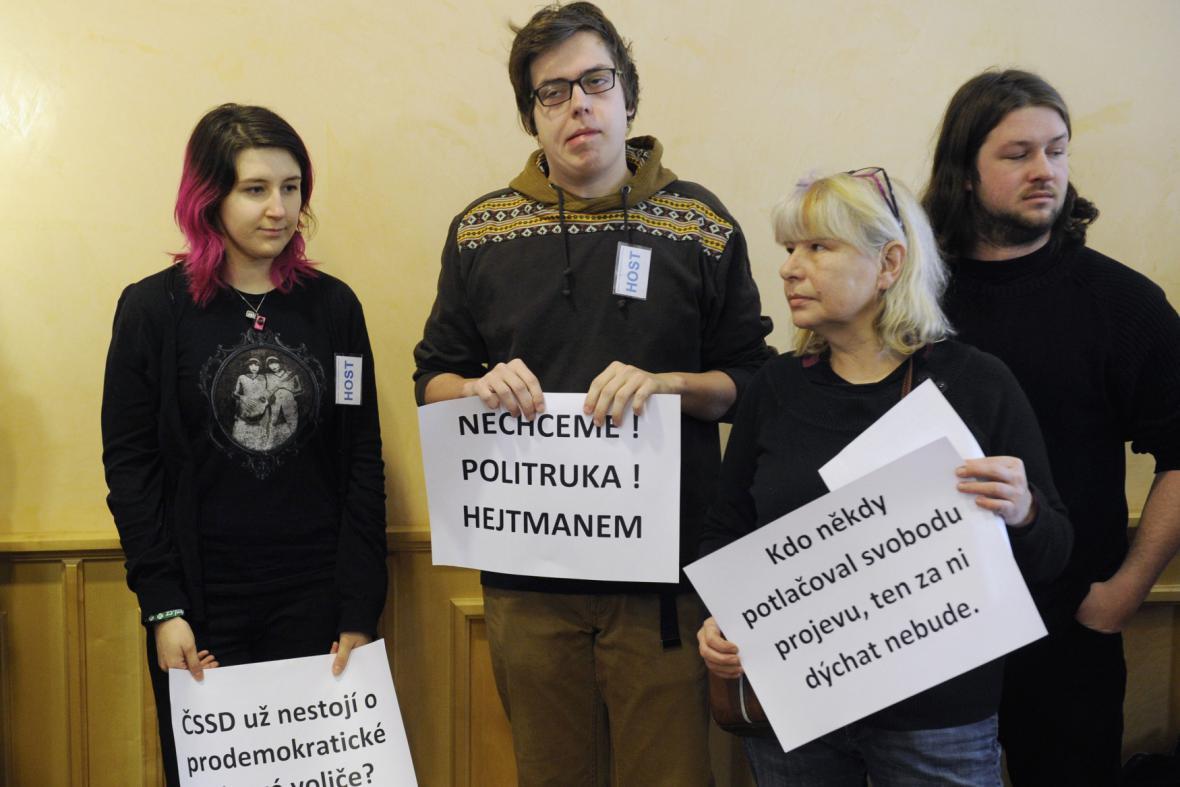 Protest proti zvolení Václava Šlajse hejtmanem