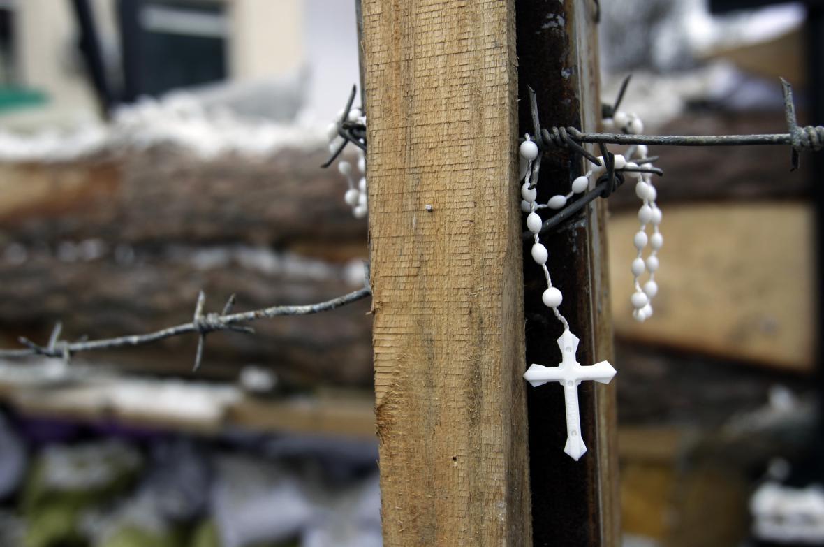 Křížek na kyjevské barikádě