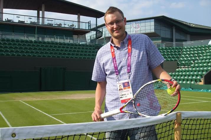 Petr Kubásek ve Wimbledonu (LOH Londýn 2012) s raketou Petry Kvitové