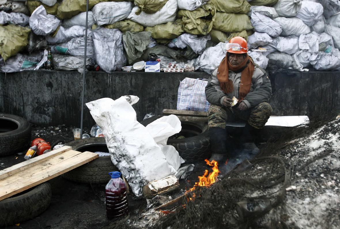 Příznivci opozice na barikádách v centru Kyjeva