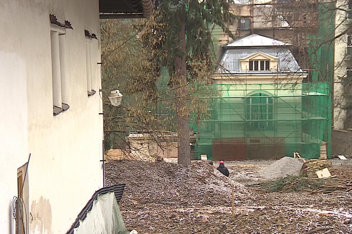 Rekonstrukce Löw-Beerovy vily je v plném proudu