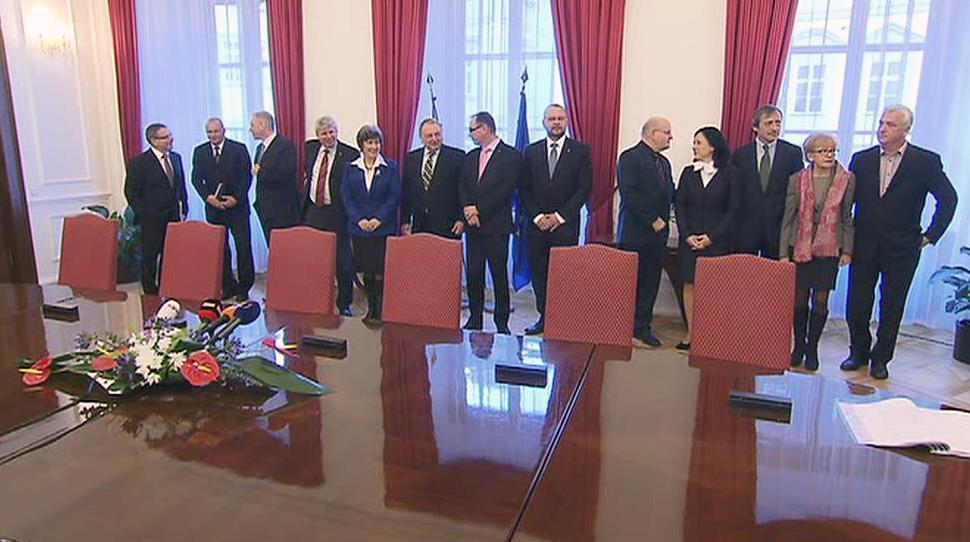 Zástupci ČSSD, lidovců a ANO před podpisem koaliční smlouvy