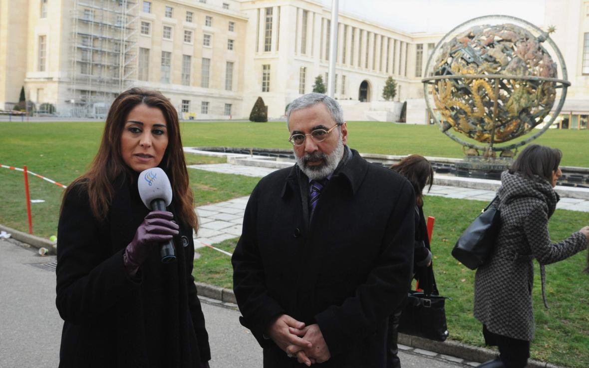 Umrán Zuabí hovoří v Ženevě s novináři