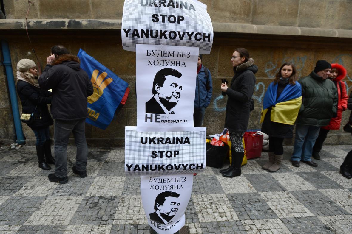 Smuteční průvod Prahou za oběti protestů na Ukrajině