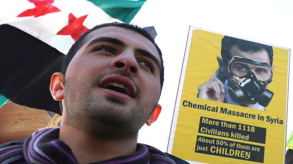 Pro-opoziční demonstrant v Ženevě