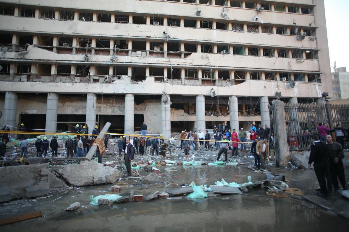 Velitelství káhirské policie poškozené výbuchem