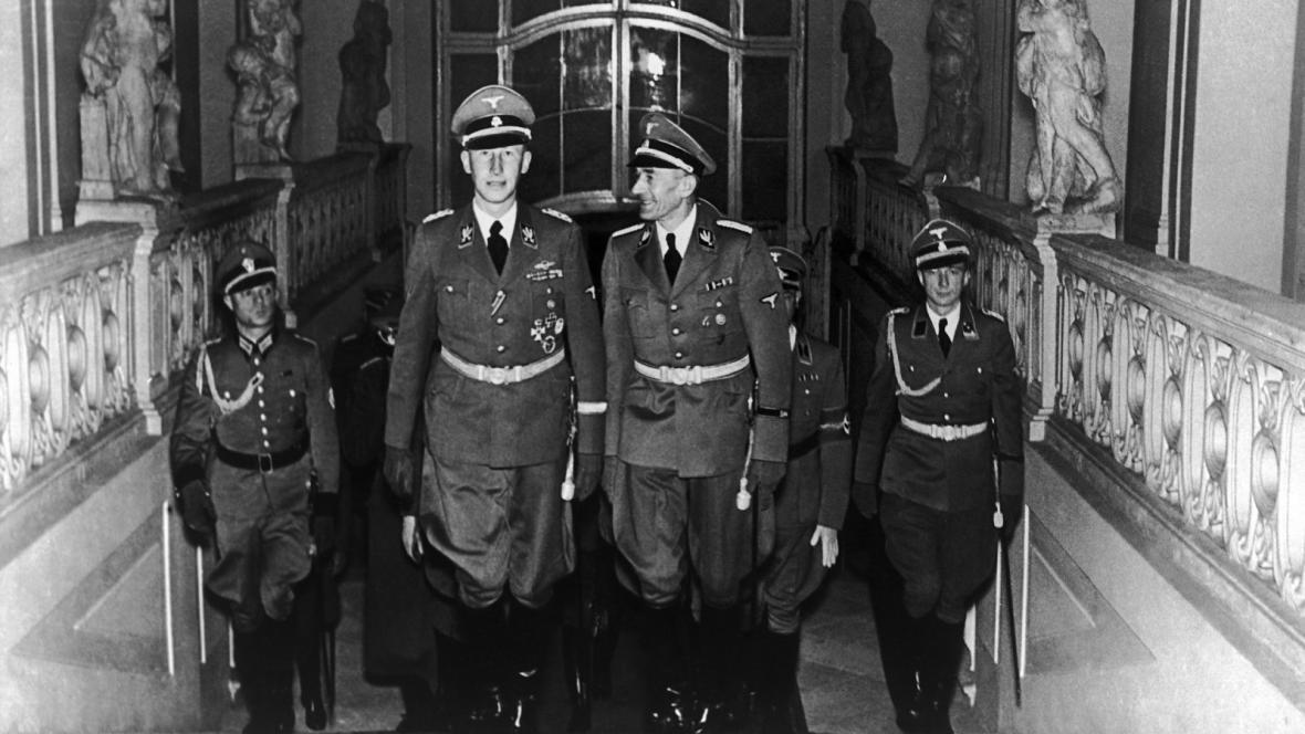 R. Heydrich a K.H. Frank na Pražském hradě