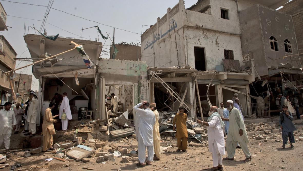 Následky útoku Talibanu v Karáčí
