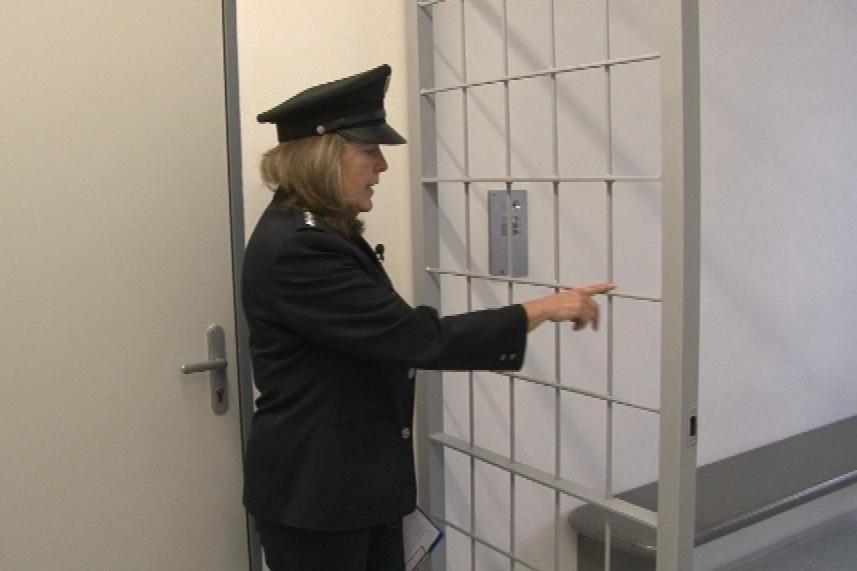 Policisté už celu předběžného zadržení vylepšili
